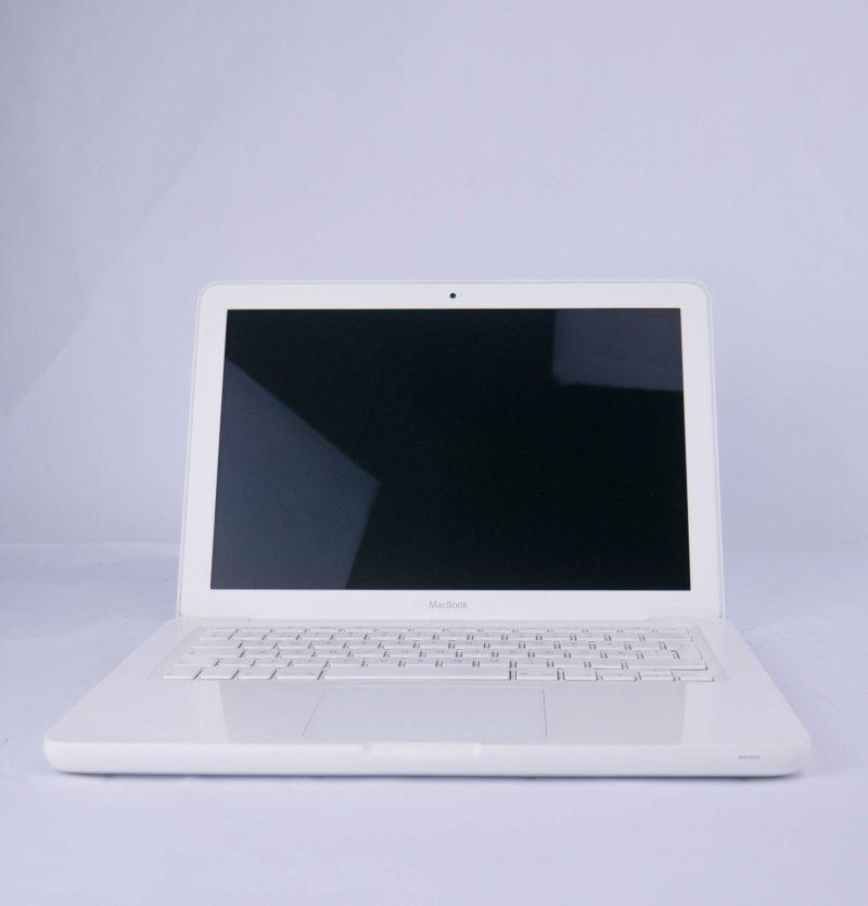 Apple MacBook White Late 2010 – 13199
